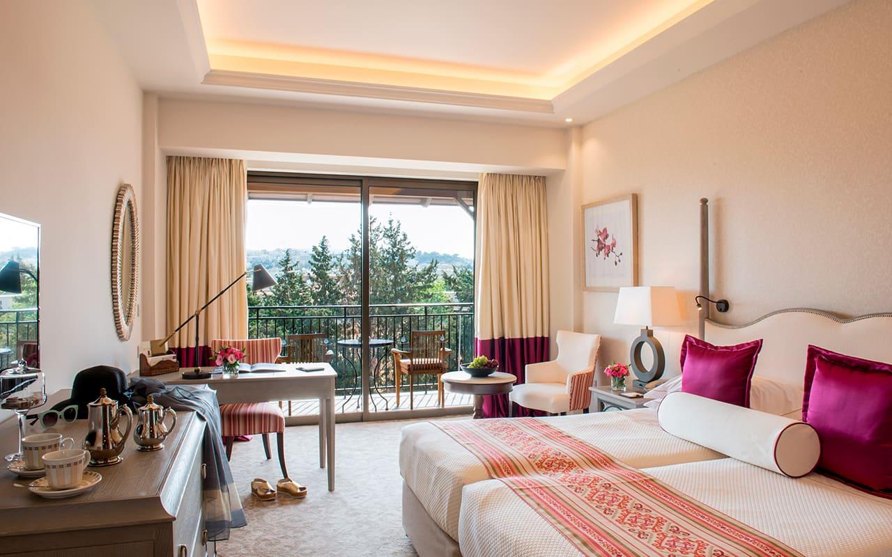 Deluxe_Bedroom_inland_view