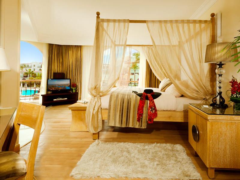 Royal Savoy Suite (2)