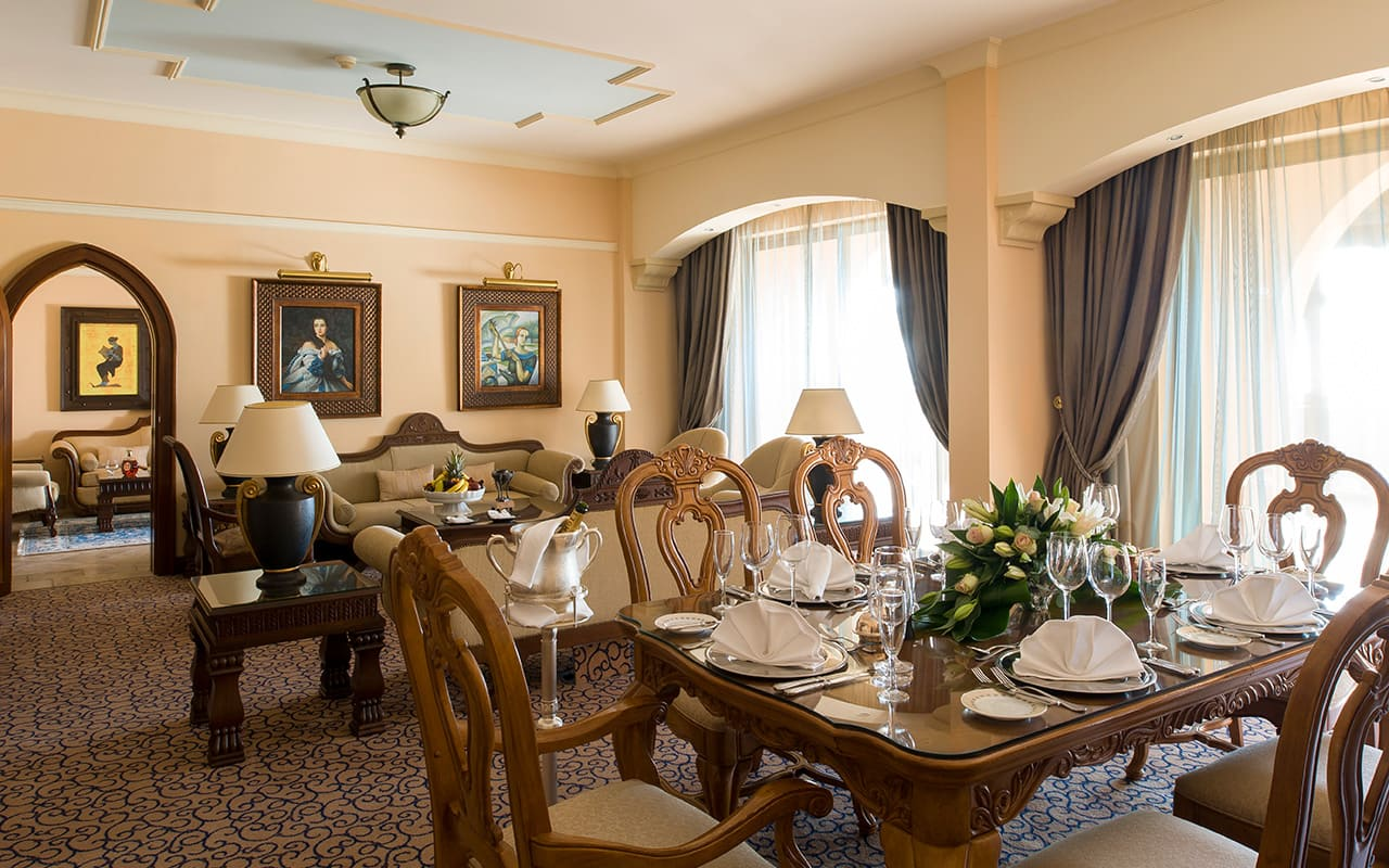 Royal_Suite_living_room