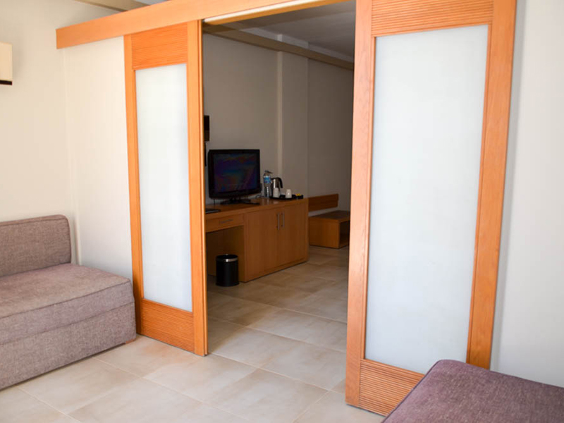 Family Jacuzzi Room (2)