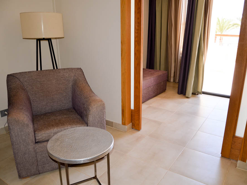 Family Jacuzzi Room (4)
