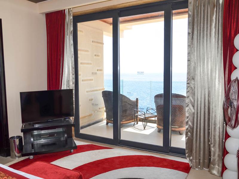 Honeymoon Suite (5)